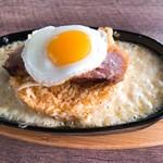 名古屋肉居酒屋ぽっ花 - キムチチャーハンの豚の炙りと目玉焼き