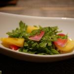 kiwa - 料理写真:柿と春菊のサラダ