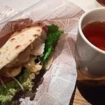 ワールドカフェ - 料理写真:ぷりぷりエビマヨサンド、オレンジドルチェ