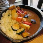 カフェ&レストラン グリーンテーブル - 料理写真:野菜たっぷりスキレットカレー