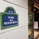 パティオ ドゥ メトロ - お店のプレート。