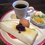 ホワイトハウス - 料理写真:ホットコーヒー400円と小倉トーストのモーニング