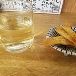 大衆イタリアンかね子 - グラススパークリングとフィットチーネ揚げ