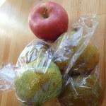 かむりの里 野菜市 - 料理写真:ラ・フランスと、おまけにいただいたりんご