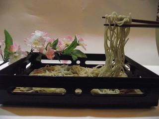 蕎仙 - 挽きたて打ち立ての十割そば、5秒でさっとゆでました。なま山葵で どうぞ!