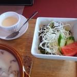 くまキッチン - サラダ、プリン