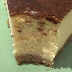 カフェ エスケープ - ベイクドニューヨークチーズケーキの断面