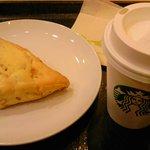 スターバックス・コーヒー - オレンジスコーン・ソイラテ