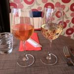 119424580 - 白ワイングラス