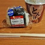 セイコーマート - 料理写真:ホットシェフのさばほぐしおにぎり・とん汁