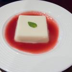 萬珍樓 - 杏仁豆腐、山桃シロップ