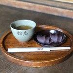 119432719 - 赤福餅とほうじ茶