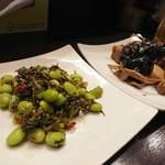 菜香餃子房 - 枝豆と高菜の炒め と 上海おつまみ