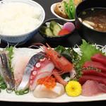 ぎょ魚蔵部 - 刺身定食