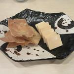 手打ち蕎麦 雷鳥 - 料理写真:「酒盗チーズ」