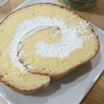 菓子工房クアトロ - 料理写真:ロールケーキ断面