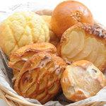 カフェ ド ヒラオカ - ソフト系の菓子パン・調理パンも豊富に取り揃えています。100円~