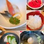 鮎の庄 - 酢の物、サービスのチョロギ、ご飯 お吸い物、お漬物