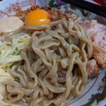 ジャンプ - 平打ちの縮れ太麺。