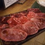 ホルモン焼肉 肉の大山 - 三種盛り(カルビ・ロース・ハラミ) 1,848円