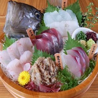 漁場直送だから鮮度抜群!旬の魚介で美味い一献を!