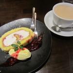トラットリア リトル ターン - デザート ベリーのロールケーキ