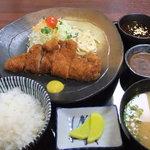 矢田かつ - 食べたらわかるおいしさ!六白豚定食!矢田とん自慢の味噌とソースの二種類でどうぞ☆。・