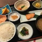 119450139 - 同店の和定食。シンプルな料理に技術を感じます。