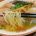 煮干中華 あさり - 肉塩中華そばの麺