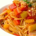 ボラーレ - 3月のランチパスタ1品。パンチェッタと野菜たっぷりのトマトソース。