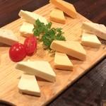 119461309 - 6種チーズ盛り合わせ ¥880