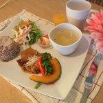 カフェ パーチ - 3/5☆週変わりメニュー 豚のトロトロ煮・卵スープ・ポンカンゼリー