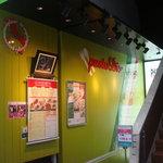 生パスタバカの店 赤坂パストディオ - グリーンをメインにした明るい店頭