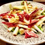 ビストロハマイフ - アンディーブとリンゴとクルミのサラダ