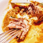 ビストロハマイフ - 牛肉のシェリー煮込み 繊維に分れているのが見て取れます