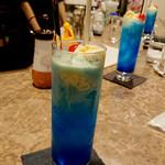 新宿 日曜喫茶 - 青いクリームソーダ