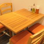 生パスタバカの店 銀座パストディオ - 奥にテーブル席あり