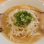 ラーメン屋 ありがとう - 料理写真:鶏白湯ラーメン♪