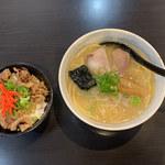 徳島ラーメン ふじい - 料理写真:徳島ラーメン白系&牛めし