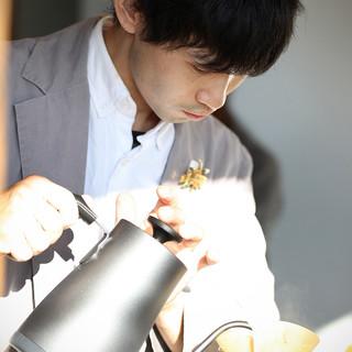 瓦素材のドリッパーで注ぐ本格コーヒー