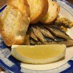 パーラー 小やじ - 秋刀魚のオイル漬け バゲットつき