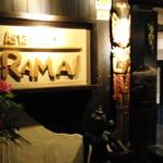 ラマイ - 開いた入口とRAMAIのロゴ