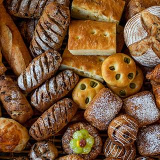 焼き立ての自家製パンは贅沢な鼻腔を擽る香りと芳醇な味わい