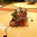 長谷川 稔 - 北海道蝦夷鹿のもも肉と三浦半島の白カジキ、25年熟成のバルサミコソースとシーザーソース