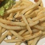 ダグズ・バーガー - ポテトはニンニクと香草の良い香り