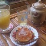 1195809 - ベトナムプリン、パイナップルジュース、お茶