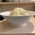 麺屋 味方 - 【2019.9.18】ヤサイ増しのサイドビュー。