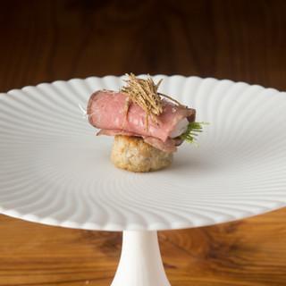 地元食材をメインに、旬の素材を活かしたフランス料理をご提供