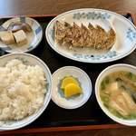 119506194 - 餃子定食。
