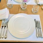 ミクニ マルノウチ - テーブルセット
